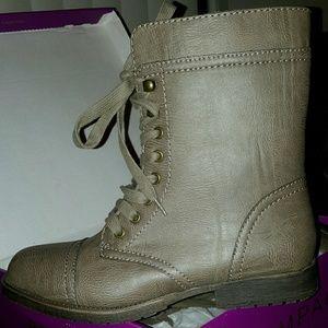 Rampage Jeliana Taupe boots size 9.5m